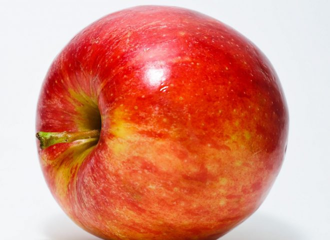 Source: http://upload.wikimedia.org/wikipedia/commons/1/15/Red_Apple.jpg